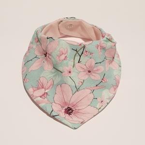Roosad lilled mündil kaelarätt