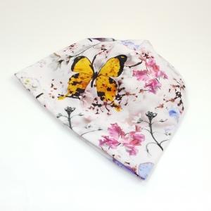 Valgel liblikad ja lilled meriinovoodriga beanie müts