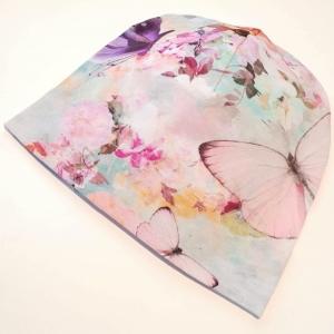 Heleroosa liblikate ja lilledega beanie