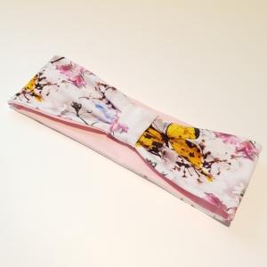 Valgel liblikad ja lilled peapael