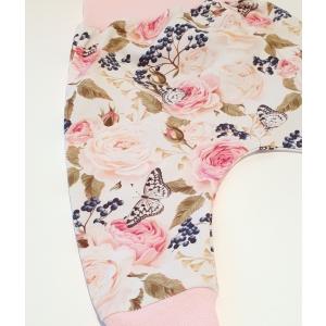 Rooside, liblikate ja marjadega soonikuga püksid