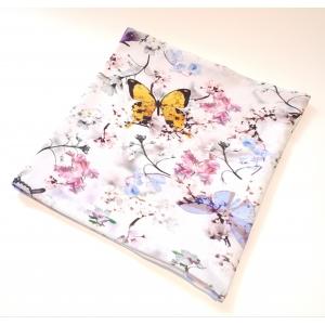 Valgel liblikad ja lilled torusall