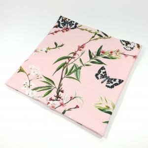 Liblikad ja õied roosal torusall