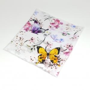 Valgel liblikad ja lilled ühekordne torusall