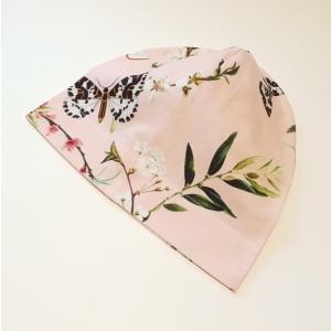 Liblikad ja õied roosal beanie müts